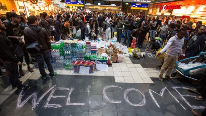 Nữ anh hùng Angela Merkel và 2 cuộc khủng hoảng khiến EU tan tác - ảnh 2
