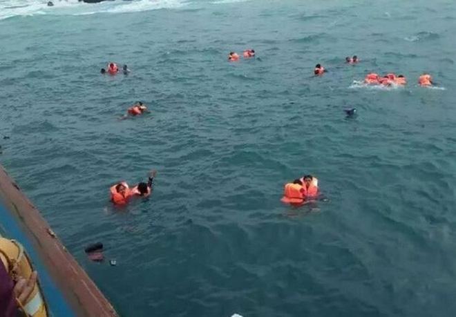 Chìm phà chở 139 người ngoài khơi Indonesia: Một người đàn ông livestream cảnh hoảng loạn trên phà - Ảnh 2.