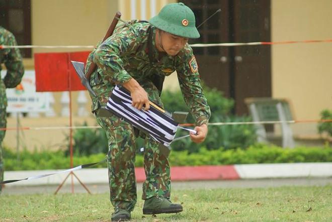Mục kích lính công binh huấn luyện chống khủng bố - Ảnh 3.