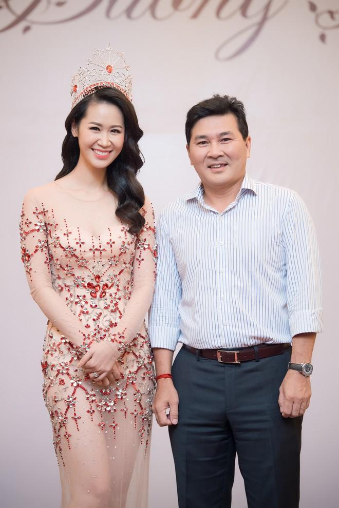 Dương Thuỳ Linh lộng lẫy xuất hiện sau khi đoạt giải Hoa hậu Phụ nữ toàn thế giới - Ảnh 13.