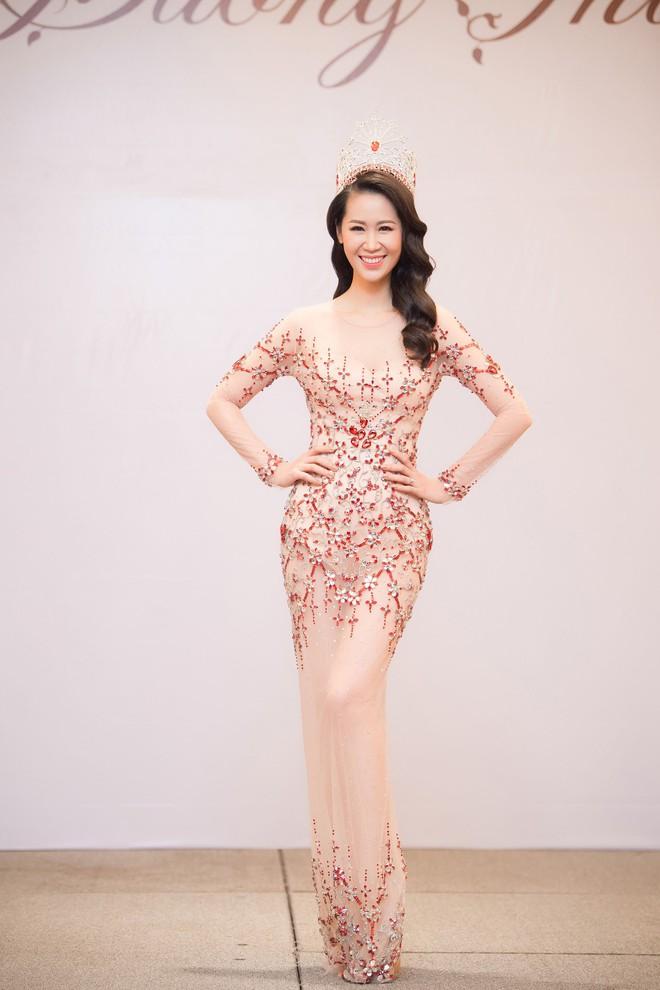 Dương Thuỳ Linh lộng lẫy xuất hiện sau khi đoạt giải Hoa hậu Phụ nữ toàn thế giới - Ảnh 18.
