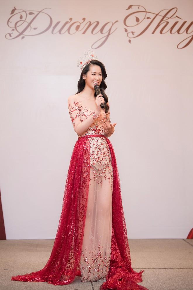 Dương Thuỳ Linh lộng lẫy xuất hiện sau khi đoạt giải Hoa hậu Phụ nữ toàn thế giới - Ảnh 4.