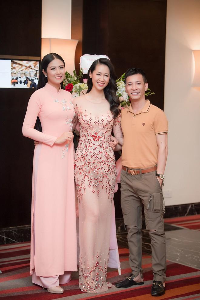 Dương Thuỳ Linh lộng lẫy xuất hiện sau khi đoạt giải Hoa hậu Phụ nữ toàn thế giới - Ảnh 12.