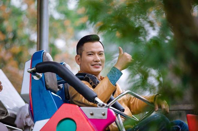 5 ông chồng đại gia vừa giàu nứt đố đổ vách vừa điển trai, phong độ của mỹ nhân Việt - Ảnh 20.