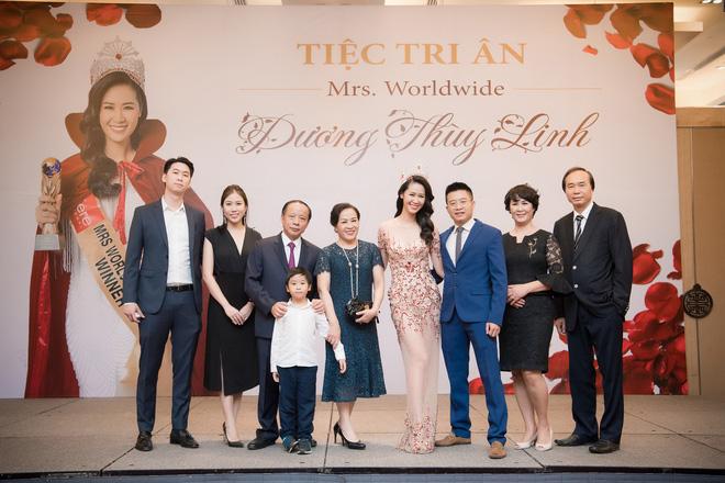 Dương Thuỳ Linh lộng lẫy xuất hiện sau khi đoạt giải Hoa hậu Phụ nữ toàn thế giới - Ảnh 1.