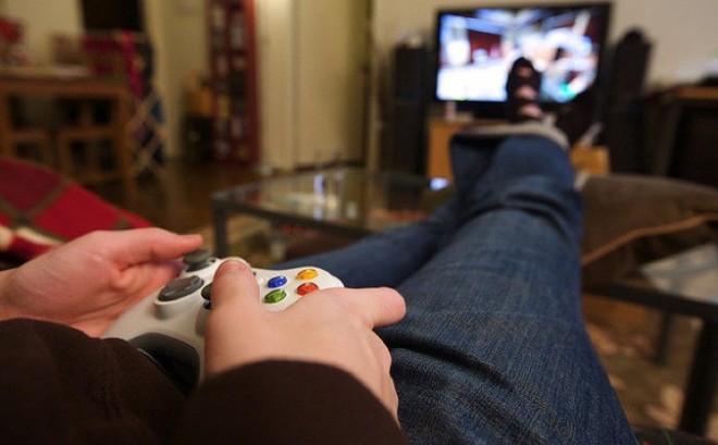 Hẹn hò với bạn chơi game, cậu bé 14 tuổi trở thành đồ chơi tình dục của 2 phụ nữ