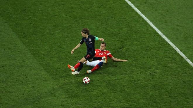 Ngẩng đầu rời World Cup trên chấm 11m, họ có thể dõng dạc 'Tôi, cầu thủ Nga' 2