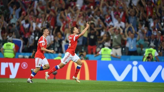 Ngẩng đầu rời World Cup trên chấm 11m, họ có thể dõng dạc 'Tôi, cầu thủ Nga' 4