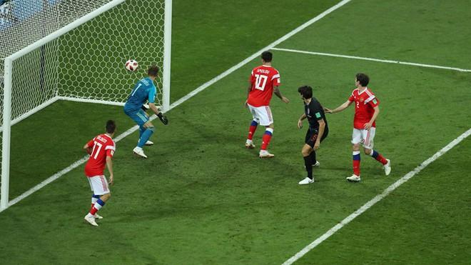 Ngẩng đầu rời World Cup trên chấm 11m, họ có thể dõng dạc 'Tôi, cầu thủ Nga' 11