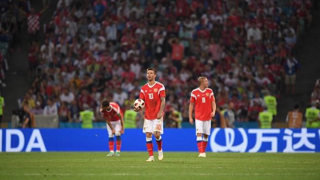 Ngẩng đầu rời World Cup trên chấm 11m, họ có thể dõng dạc 'Tôi, cầu thủ Nga' 8
