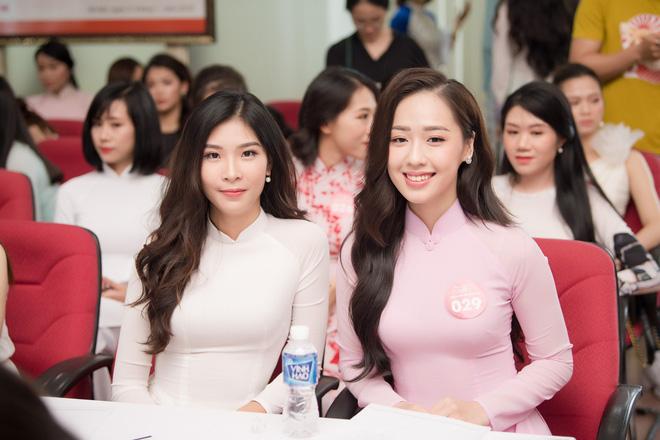 Cô gái tặng hoa Tổng thống Trump bất ngờ thi Hoa hậu Việt Nam, nổi bật nhất dàn thí sinh - Ảnh 4.