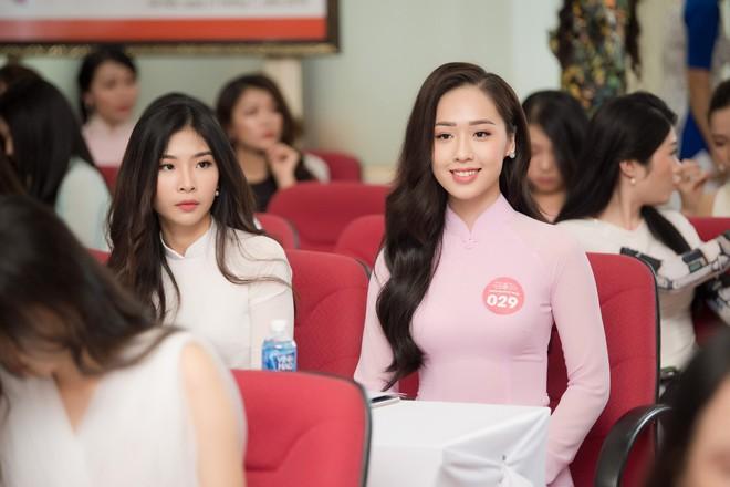 Cô gái tặng hoa Tổng thống Trump bất ngờ thi Hoa hậu Việt Nam, nổi bật nhất dàn thí sinh - Ảnh 2.