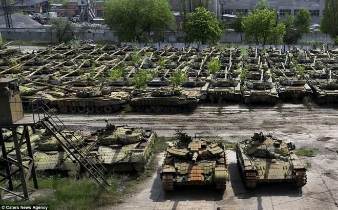 """Thừa xe tăng, Nga xử lý kiểu """"con nhà giàu"""": Đem T-80 làm mục tiêu cho tiêm kích oanh tạc!"""