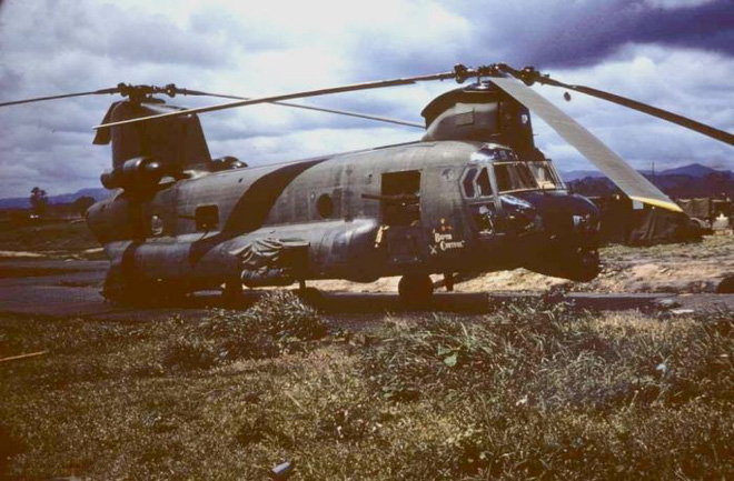 Phiên bản hỏa lực mạnh của trực thăng CH-47 Mỹ từng triển khai tại Việt Nam - Ảnh 1.
