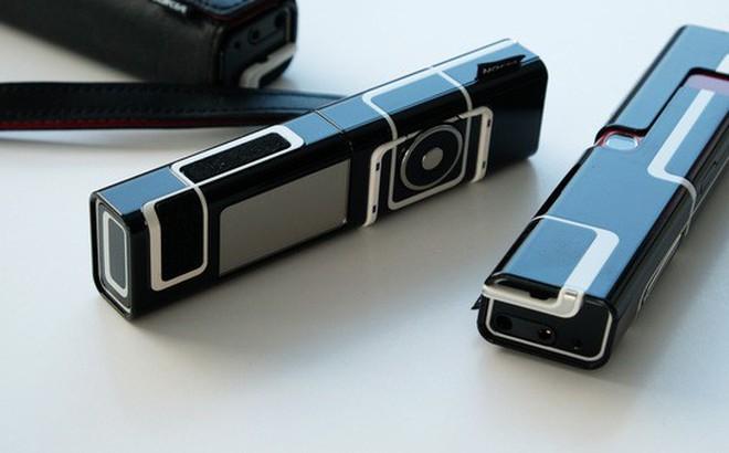 """Từ thời """"đập đá"""" cho đến kỷ nguyên smartphone, phong cách thiết kế điện thoại """"độc lạ"""" vẫn còn đấy thôi!"""