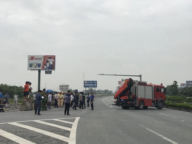 Dựng lại hiện trường vụ xe khách đâm xe cứu hoả khiến 1 chiến sỹ cảnh sát PCCC tử vong - Ảnh 16.