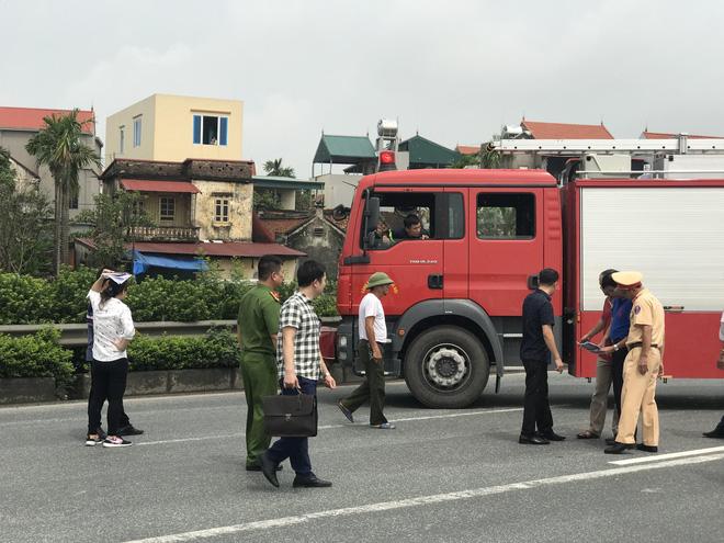 Dựng lại hiện trường vụ xe khách đâm xe cứu hoả khiến 1 chiến sỹ cảnh sát PCCC tử vong - Ảnh 11.
