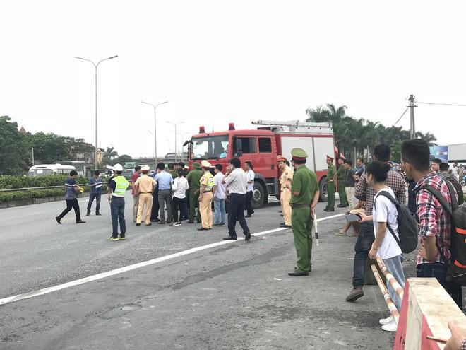 Dựng lại hiện trường vụ xe khách đâm xe cứu hoả khiến 1 chiến sỹ cảnh sát PCCC tử vong - Ảnh 8.