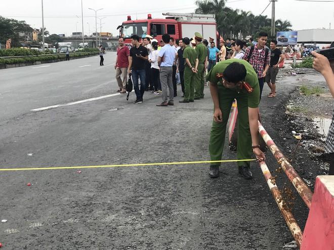 Dựng lại hiện trường vụ xe khách đâm xe cứu hoả khiến 1 chiến sỹ cảnh sát PCCC tử vong - Ảnh 9.