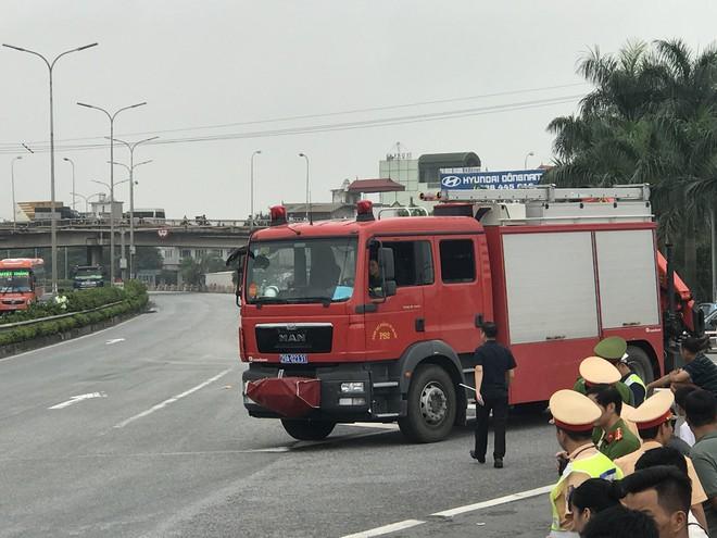 Dựng lại hiện trường vụ xe khách đâm xe cứu hoả khiến 1 chiến sỹ cảnh sát PCCC tử vong - Ảnh 14.