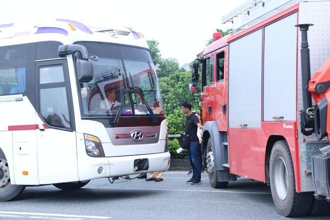 Dựng lại hiện trường vụ xe khách đâm xe cứu hoả khiến 1 chiến sỹ cảnh sát PCCC tử vong - Ảnh 20.