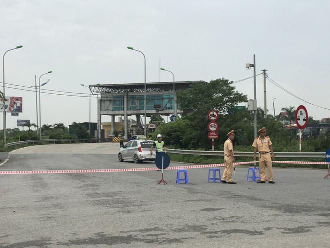 Dựng lại hiện trường vụ xe khách đâm xe cứu hoả khiến 1 chiến sỹ cảnh sát PCCC tử vong - Ảnh 1.