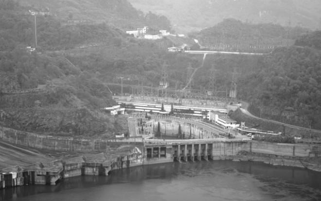 Bí mật lá thư 'chôn' trong khối bê tông 10 tấn gửi hậu thế ở Thủy điện Hòa Bình - ảnh 1