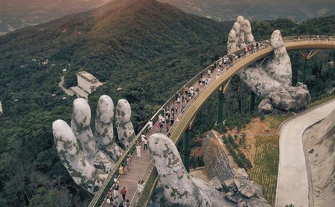 Báo nước ngoài viết về Cầu Vàng Đà Nẵng, đồng loạt khen vẻ đẹp nghẹt thở, như bước ra từ phim