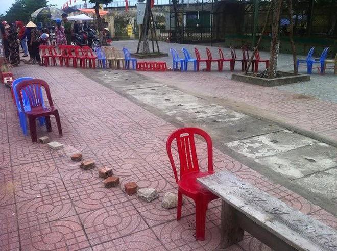 Xếp ghế, đặt gạch để giữ chỗ và lí do khiến nhiều người bật cười thích thú - ảnh 8