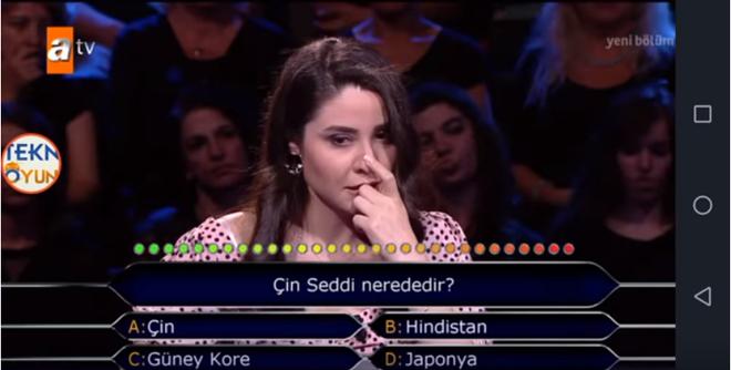 Cô gái Thổ Nhĩ Kỳ bỗng nổi tiếng toàn cầu vì không trả lời được câu hỏi Vạn Lý Trường Thành của Trung Quốc nằm ở đâu? - Ảnh 2.