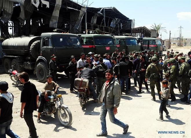 Phương Tây: Dân Syria bỏ chạy không phải vì Assad, mà vì những ác quỷ người Nga - Ảnh 1.