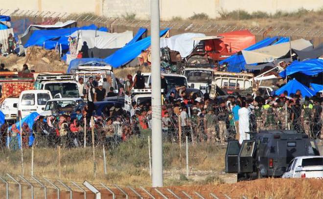 Phương Tây: Dân Syria bỏ chạy không phải vì Assad, mà vì những ác quỷ người Nga - Ảnh 2.