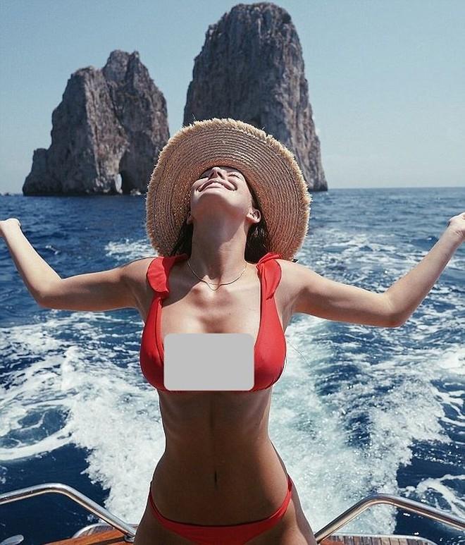 Người yêu tài tử Titanic diện bikini 'thiêu đốt' ánh nhìn - Ảnh 3.