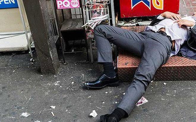 Hong Kong: Say xỉn rồi ngủ quên trên phố, nhân viên ngân hàng bị trộm cuỗm mất 57000 USD