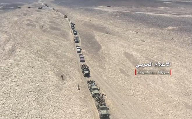 """""""Hung thần Syria"""" dồn dập tấn công tiêu diệt IS tại Sweida, không quân hủy diệt đoàn xe khủng bố"""