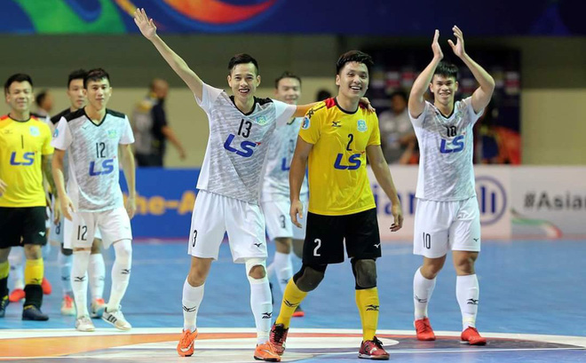 Lội ngược dòng xuất thần, đội bóng Việt Nam hiên ngang vào chung kết châu Á