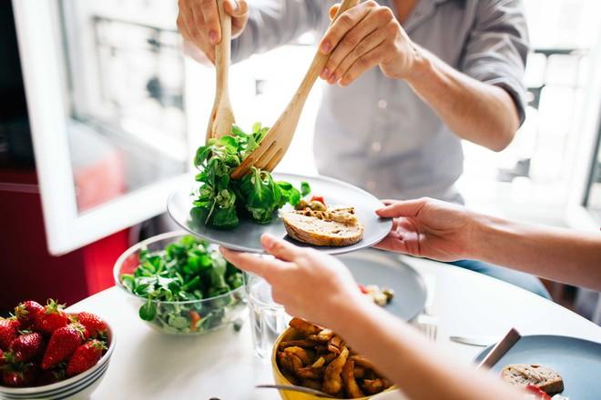 Ăn để giảm cân, nghe phi lý nhưng hoàn toàn hiệu quả nếu bạn áp dụng những bí quyết này - Ảnh 2.