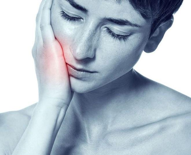 Những dấu hiệu không ngờ tố bạn bị ung thư khoang miệng   - Ảnh 1.
