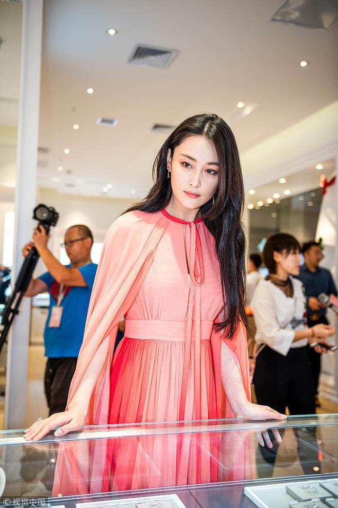 Lộ diện hậu kết hôn với sĩ quan, Trương Hinh Dư khoe nhẫn kim cương và có phản ứng như sau về Phạm Băng Băng - Ảnh 3.