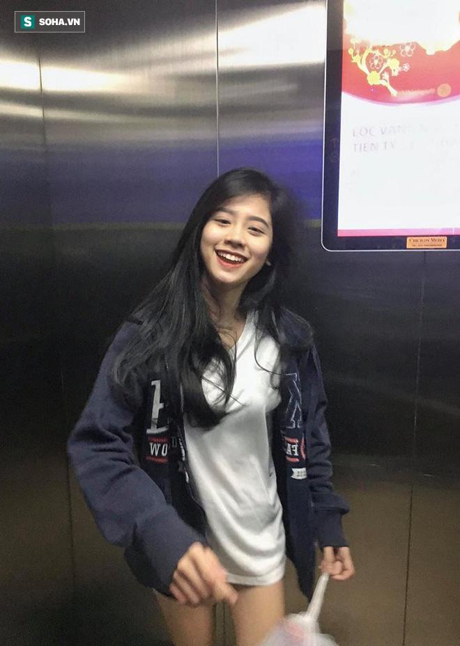 Từ tấm hình chụp vội trong thang máy, cô nàng 18 tuổi bỗng hot trên mạng xã hội  - Ảnh 1.
