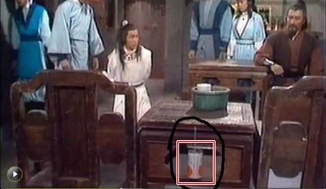 Sạn khó chấp nhận trong phim cổ trang: Quách Tĩnh đeo đồng hồ, Trương Vệ Kiện mặc áo ba lỗ - ảnh 9