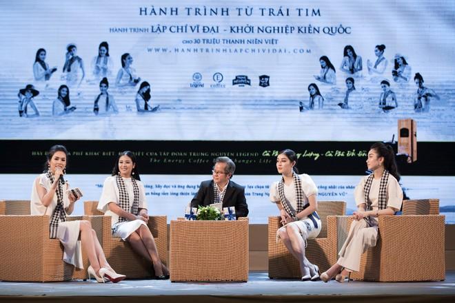 """12 Hoa hậu, Á hậu tỏa sáng tại ngày hội """"Hành trình từ trái tim"""" - Ảnh 2."""
