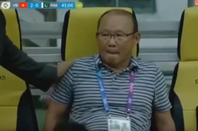 HLV Park Hang-seo vẫn không chịu ăn mừng khi U23 Việt Nam dẫn trước 2-0 - Ảnh 3.