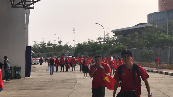 Trước trận U23 Việt Nam - U23 Pakistan: Chàng trai áo vàng khiến bao người ghen tỵ - Ảnh 5.