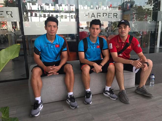 Trước trận U23 Việt Nam - U23 Pakistan: Chàng trai áo vàng khiến bao người ghen tỵ - Ảnh 2.