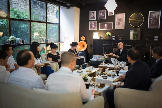 4 giờ cafe với ông Đặng Lê Nguyên Vũ: Cuộc trò chuyện đầy những bất ngờ - Ảnh 1.