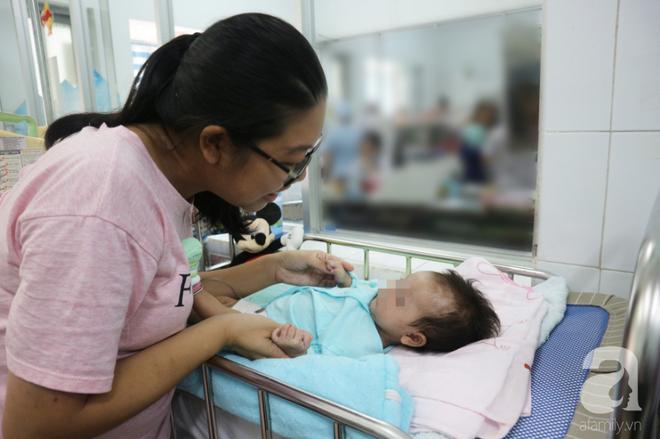 Chuẩn bị tinh thần mất con gái 2 tháng tuổi vì căn bệnh lần đầu tiên phát hiện tại VN, nhưng rồi cha mẹ vỡ òa vì hạnh phúc - Ảnh 5.