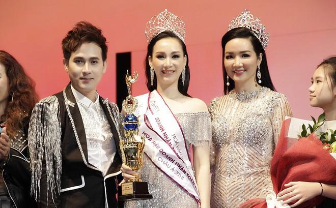 Giáng My, Nguyên Vũ trao vương miện cho cựu người mẫu 20 năm rời xa showbiz