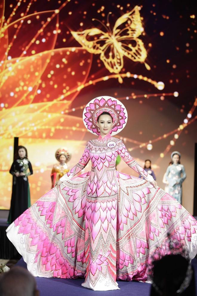 Giáng My, Nguyên Vũ trao vương miện cho cựu người mẫu 20 năm rời xa showbiz - Ảnh 2.