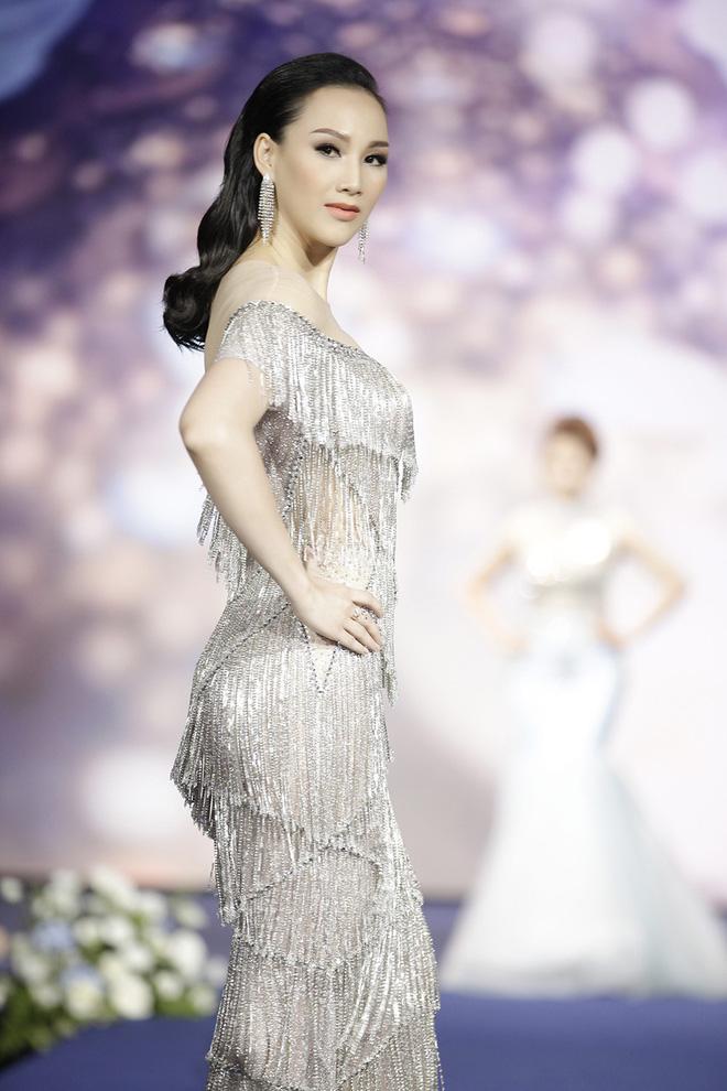 Giáng My, Nguyên Vũ trao vương miện cho cựu người mẫu 20 năm rời xa showbiz - Ảnh 4.